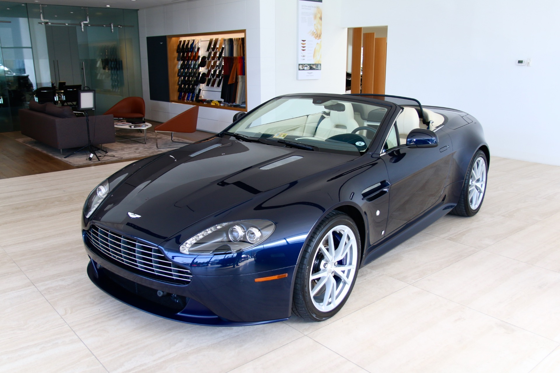 2015 aston martin v8 vantage s roadster s roadster stock pd18927 for sale near vienna va va. Black Bedroom Furniture Sets. Home Design Ideas