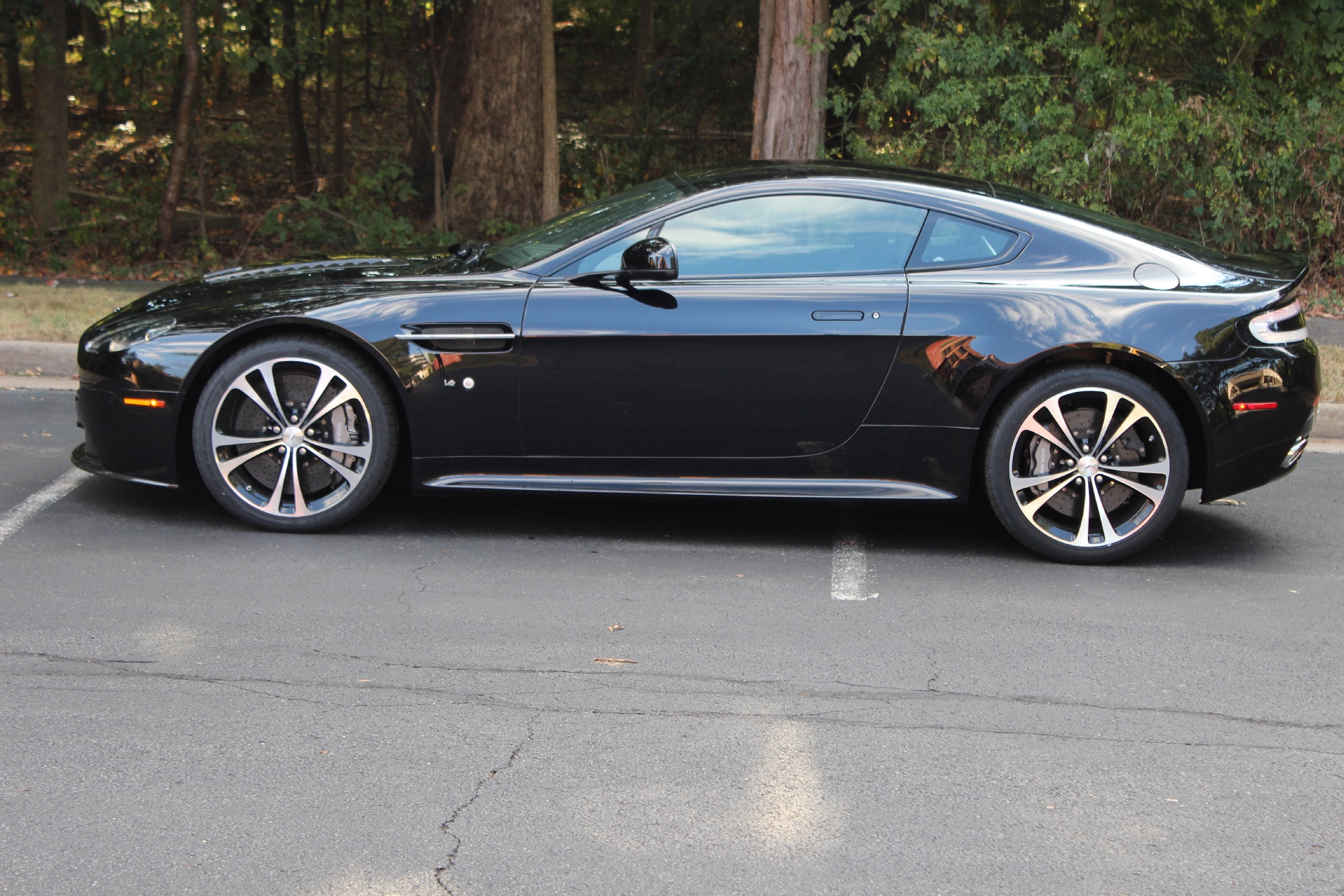 2015 aston martin v12 vantage v12 stock 5s01910 for sale near vienna va va aston martin. Black Bedroom Furniture Sets. Home Design Ideas